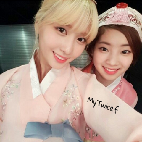 Momo and dahyun selca for See more com
