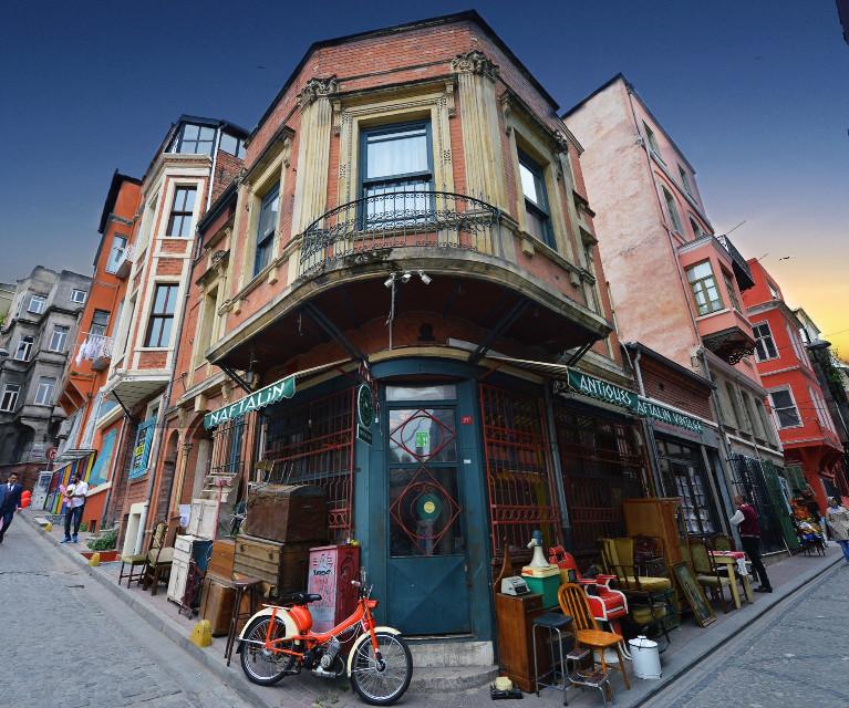 Good morning PA... İstanbul/balat #istanbul #travel #streetphotography #turkey #structure #bike #retro #home